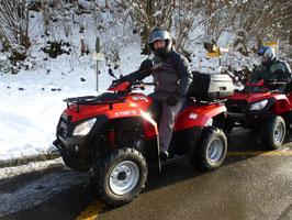 Raclette Schnee Quadtour Fahrer