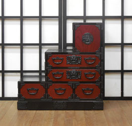 岩谷堂箪笥 赤黒階段箪笥三段(左下がり)