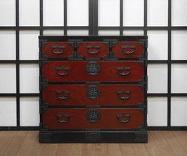 岩谷堂箪笥 二・八赤黒整理上三つ割  牡丹金具