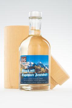 Kirsch mit Engadiner Arvenholz im Arvenholzkistli verpackt