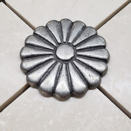 Top Mount Pewter Daisy