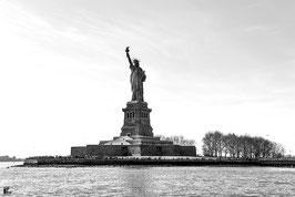 NEW YORK - STATUE OF LIBERTY IN BLACK AND WHITE