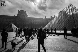 PARIS - LE CIEL SE LOUVRE