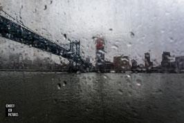 New York - Splashed bridge