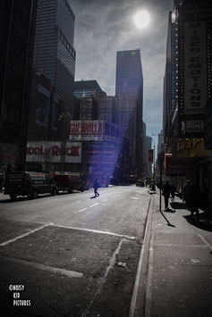 NEW YORK - MAN ATTACKED BY A RAY OF LIGHT FROM OUTTER SPACE