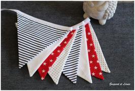 Guirlande de 8 fanions Marine, blanc et rouge étoilé