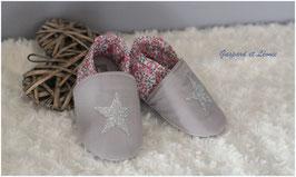 Chaussons bébé molletonnés Liberty Eloise New Rose, gris et Etoiles pailletées