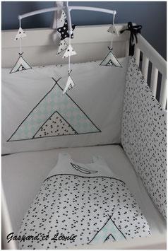 Tour de Lit 60x120 cm Tipi d'indien vert d'eau, noir et blanc