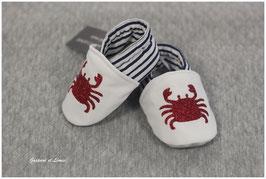 Chaussons molletonnés marin et blanc Crabe pailleté rouge