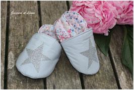Chaussons bébé molletonnés Liberty Adelajda Rose Japonais, gris perle et Etoiles pailletées