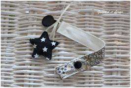 A1-Attache tétine ou Attache doudou Liberty Adelajda Kaki/ Etoile noire Personnalisable