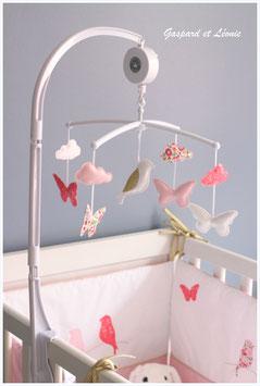 Mobile musical nuages, papillons et mésange Liberty D'Anjo rose et Capel corail