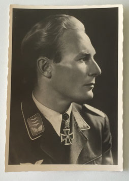 German postcard 'Ritterkreuzträger Major Baumbach by 'Hoffmann'