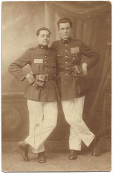 Belgische soldaten met kwartiermuts & militair zakboek