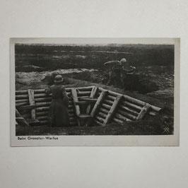 German postcard 'Beim Granaten-Werfen'