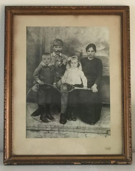 Large family portret of an austrian soldier