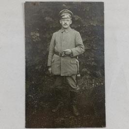 Duits soldaat met bril en sigaar