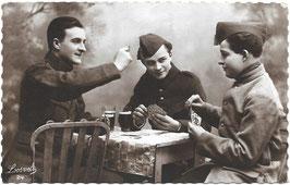 Belgische soldaten aan het kaarten