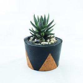"schwarzer Topf ""Triangle"" small - kupfern"