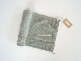 Wunderbar wollig weicher Wrap,  mit Rautenbordüre, vintage grün