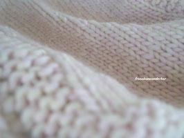 Wunderbare Minidecke aus Dochtgarn, meliert, rosa- wollweiß- meliert