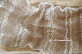 Wunderbar zarter Wrap im Materialmix, haselnuss/ butterkaramell/ cremeweiß