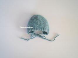 Fräulein Wunderbars schlichtes Fotohäubchen Marlin für die Babyfotografie in der rustikalen Version (Türkis oder Hellgrau- jeweils meliert)