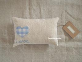 Fräulein Wunderbars Posingkissen, handbestickt, natur/ blau/ weiß