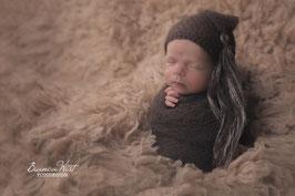 Fräulein Wunderbars hauchzarte Zipfelmütze Stina für die Babyfotografie