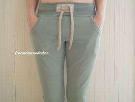 Wunderbar chillige Hose, mit Taschen, Gr. 38, Salbeigrün/Creme