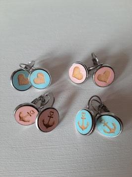 Hängende Ohrringe mit Holzcabochon