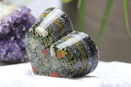 Großes Herz mit verschiedenen Edelsteinsplitter, dreizehn Spiralringen, 2x Zink, Messing sowie Stahl natur