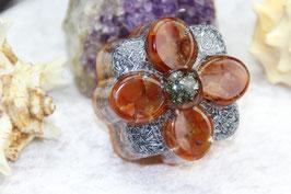 Blüte mit Pyrit und Karneol