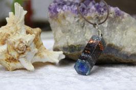 Kleiner Quader-Stab mit Lapislazuli und blauer Leuchtschicht
