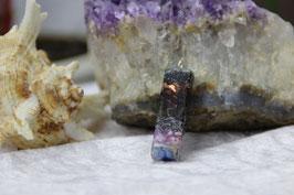 Kleiner schmaler Quader-Lapislazuli-Stab mit lila-blauer Muschel-Leuchtschicht