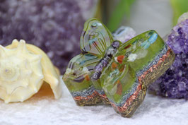 Schmetterling mit bunten Edelsteinen, gelber Farb- sowie blauer Leuchtschicht, Zink, Kupfer und Messing