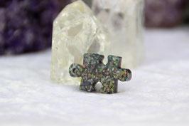 Kettenanhänger Puzzle – Amazonit, Apatit, Rhyolith, Tigerauge und Tulith, sowie Chalcedon, Sodalith und Stierauge mit Blattgold auf blauem Stahl