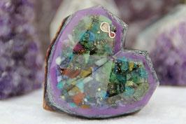 Mittleres Diamant-Herz – Bunte Kristallmischungen mit Blattgold und einem silbernen Unendlichkeitszeichen (mit Rhodonit und Tulith) auf lilaner Leuchtschicht, Zink, blau-violettem Stahl und Kupfer