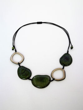 "Tagua-Kette ""Carolina"" grün, verstellbar / Tagua Necklace ""Carolina"" green, adjustable"