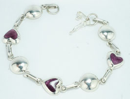 Armband mit  herzförmigen lila Spondilus in 950 Silber gefasst,  21 cm  /Bracelet with heart-shaped purple spondilus set in 950 silver 950, 21 cm