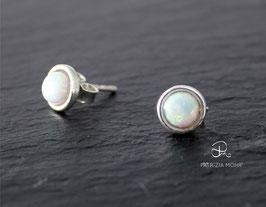Ohrstecker aus 925 Silber mit Opalimitation weiß