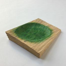Fruchtschale mit grüner Vertiefung