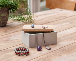 Schönes Kästchen aus Beton mit Holzdeckel