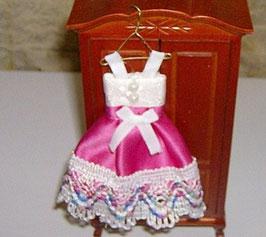EF026 Kinderkleid rosa/bunt 12 cm auf Kleiderhaken