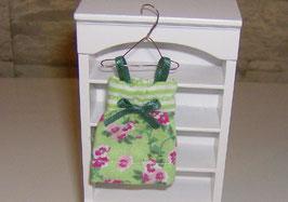 EF087 Kinderkleid grün 6 cm auf Kleiderhaken