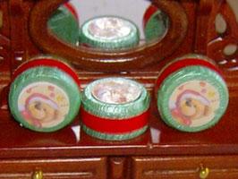 EF084 Dose weihnachtlich mit Bär 2x1cm Preis pro Dose