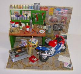 EF016 Motorradwerkstatt 21x15x15,5cm (B/T/H)