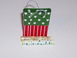 EF091 Weihnachtstasche grün/rot mit 2 Rollen Geschenkpapier