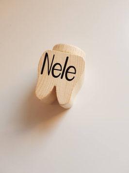 Zahndose aus Holz mit Namen