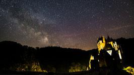 Milchstraße über der Burg Eltz